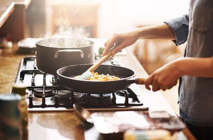 Bewerkt vlees en vleesvervangers te zout.
